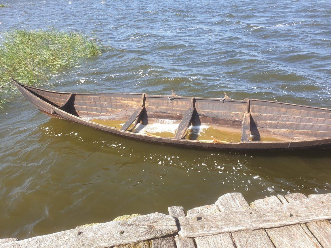 Vikinger Boot im Wasser